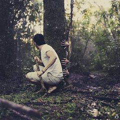 There is something in the forest. (Matt x_O) Tags: tree verde green forest canon project matt flickr branch hand terror presence floresta rvore mos spear medo galho lana habitante capita 52weeks theteleidoscope