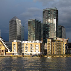 London Canary Wharf (david.bank (www.david-bank.com)) Tags: uk england london water glass thames architecture modern skyscraper canon river evening europe steel powershot highrise canarywharf residential squire g12 onecanadasquare thelandmark csarpelli squireandpartners