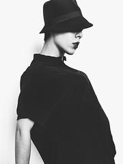 (Magicamentelena) Tags: portrait selfportrait fashion moda bn portraiture fotografia elenamariatzori