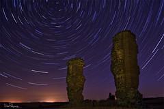 Startrail - Ruinas de Garoza. (Vctor Pea (Fotografa ViAn)) Tags: longexposure abandoned night stars nikon ruins towers ruinas estrellas nocturna startrails torres abandonado largaexposicion d3100