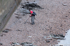 Thames Treasure Hunter (MM Photo's) Tags: london metal thames river nikon treasure bank shore detector hunt 2012 metaldetector london2012 55200mm d5000 mattmalloy mattmalloyphotography