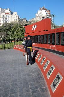 Buenos Aires - Retiro: Plaza San Martín - Monumento a los caídos en Malvinas