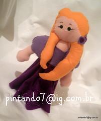 Rapunzel (Mônica Pintando7) Tags: felt aurora tiana feltro boneca rapunzel presente fantoche dolll princesas festainfantil brancadeneve lembrancinha pintando7 centrodemesa belaadormecida aprincesaeosapo decoraçãodefestainfantil abelaafera sapatodecristal