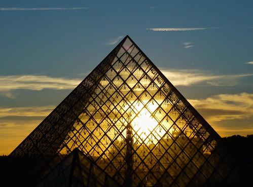 Grande Pyramide du Louvre at sunset