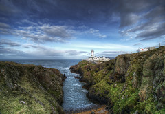 Fanad Head Lighthouse ll (SJ Wray Photography) Tags: ocean county blue ireland sea summer vacation sky cliff sun lighthouse holiday seascape colour detail green texture nature water beauty weather rock stone clouds lens landscape outdoors photography nikon rocks angle head shane tripod wide relaxing visit pebbles tourist cliffs sharp filter sj ni colourful nikkor suny popular hdr donegal dreamscape tyrone wray fanad strabane tonemapping gnd4 1024mm d5300 vision:outdoor=0976 vision:clouds=0863 vision:sky=0952