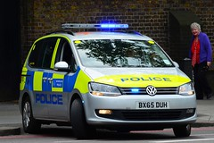 BX65 DUH (S11 AUN) Tags: london car vw volkswagen support traffic fsu police vehicle roads emergency metropolitan response unit firearms mpv armed 999 sharan rpu metpolice policing arv anpr sco19 bx65duh