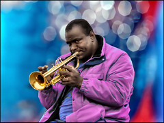 Trumpet Man (Alfonso Novillo) Tags: madrid light portrait people urban espaa music sun black color colour texture textura clock sol contrast underground photography photo reflex amazing cool nice spain europa europe artist foto gente natural metro retrato background trumpet soul musica reflejo contraste reloj format fotografia estatua tone copa barro artista tono trompeta efti