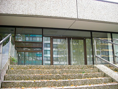 Plett-Zentrum/Neue Heimat (2007) (Wolkenkratzer) Tags: munich münchen officebuilding shoppingmall shops neuperlach neueheimat albertschweitzerstrase plettstrase plettzentrum