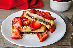 Nutella French Toast with Strawberries (Kitchen Life of a Navy Wife) Tags: breakfast strawberry sandwich frenchtoast nutella