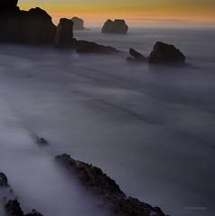 Transiciones (Ahio) Tags: longexposure twilight seascapes shoreline silhouettes explore marcantbrico cantabricsea arna smcpentaxfa31mmf18allimited pentaxk5