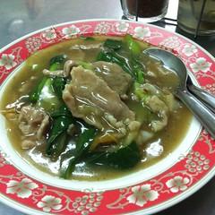ก๋วยเตี๋ยวเส้นใหญ่ราดหน้าหมู | Flat Rice Flour Noodle With Pork Sauce @ เฮียอ้วน ราดหน้า | Hia Uan