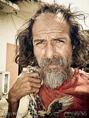25/365 - Sin Rumbo - 21.06.12 (DiegoMolano) Tags: portrait calle retrato urbana urbano 365 mirada barba reciclador ltytrx5 ltytr2 ltytr1 ltytr3 ltytr4 cruzadasgold cruzadatcnica cruzadasii cruzadasi cruzadasiii cruzadasv cruzadasiv goldcruzadasv goldcruzadaiv