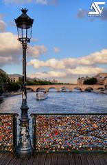 Pont des Arts (A.G. Photographe) Tags: bridge paris france art seine 35mm french nikon raw cit ile ag pont fx pniche quai hdr parisian anto d800 pontdesarts parisienne xiii parisien photomatix hdr1raw 35mm14 antoxiii agphotographe