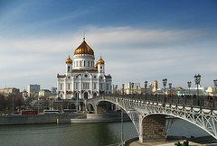 Cathedral of Christ the Saviour -    (Serge 585) Tags: city bridge sky building history church water architecture clouds canon march spring aqua christ cathedral moscow holy histoire christianity architettura chapelle storico saviour    moscowriver     chrzecijastwo