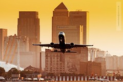 LCY Canary Wharf (Matthieu Douhaire) Tags: city uk travel sunset england london sunrise canon airplane aircraft aviation transport sigma pollution 7d londres takingoff britishairways londoncityairport immeuble environnement couchdesoleil embraer decollage gratteciel embraer190 lcy unitedkindom eglc aviondeligne mgapole sigma120300f28 transportarien