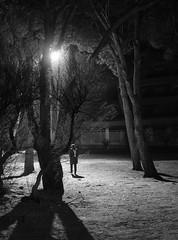 nocturna (Pep Vargas) Tags: people bw luz noche gente bn ligth gent nigth nit llum em1 estartit