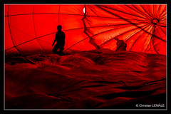 Gonflage de la montgolfière / Inflating the hot-air balloon (christian_lemale) Tags: red france rouge nikon balloon hotairballoon chenonceau montgolfière touraine d7100