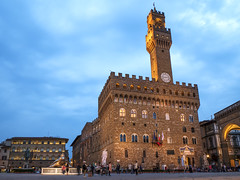 Palazzo Vecchio a Firenze durante l'ora blu (Marco Crupi Visual Artist) Tags: sky monument night florence monumento cielo firenze palazzo monumenti notturna palazzovecchio storia fotografianotturna fotograia