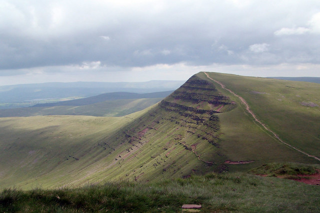 The view of Cribyn from Pen-Y-Fan in the Brecon Beacons © Jon Candy 2012