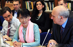 Dr Robin Niblett, Daw Aung San Suu Kyi and Dr Vincent Cable MP (Chatham House, London) Tags: burma chathamhouse internationalrelations internationalaffairs dawaungsansuukyi royalinstituteofinternationalaffairs robinniblett drvincentcablemp