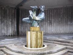 1978 Kln Dionysos-Brunnen von Hans Karl Burgeff Bronze Am Dom in 50667 (Bergfels) Tags: bronze nw akt brunnen skulptur kln nrw 1978 brd plastik fontne klassik brunnenfigur dionysos mnnlich wasserspiel beschriftet linksrheinisch 50667 1970er bergfels hanskarlburgeff 20jh amdom skulpturenfhrer