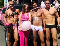 Roze Maandag 2012 - Blote buiken (Omroep Brabant) Tags: gay feest netherlands lesbian nederland homo homosexual tilburg brabant kermis roze hetero rozemaandag tilburgsekermis omroepbrabant pinkmonday lesbi rozemaandag2012