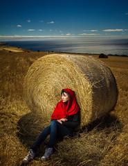 Cherica @ Sellecks hill's bales (James Yu Photography) Tags: yellow photography james jeans bales beachsunset mycollection oceansky cherica 詹姆斯视界