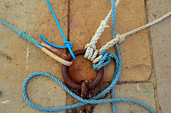Catch me! (Florent Valentin) Tags: blue port docks harbor nikon rust cable rope bleu cables mooring 44 docking rouille saintnazaire quais nazaire cordages amarrage d7000