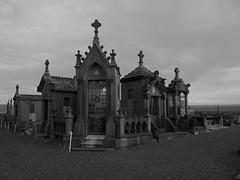 Esnes - Le cimetière (bowb59) Tags: france grave mausoleum cimetiere nord tombe cimetery caveau mausolee esnes