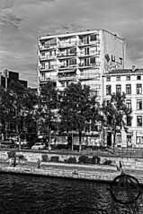 Flat (Androgion) Tags: street city white black photography nikon fotografie belgium zwartwit report documentary belgi social zwart wit liege luik stad jaro d300 andro documentaire wanders straatfotografie androphotography jarowanders