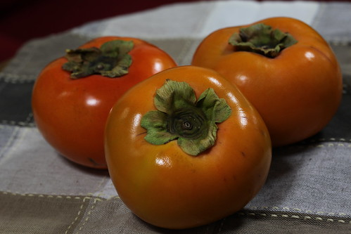テーブルの柿