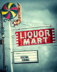 Liquor Mart (Pete Zarria) Tags: arkansas park nationalpark sign liquor neon pinwheel beer wine drink