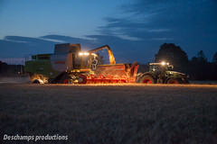 16072015-IMG_1696 (Deschamps productions) Tags: tractor night wheat harvest combine nuit harvester tracteur moisson bl fendt claas lexion batteuse cestari transbordeur moissonneuse