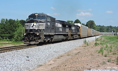 NS 8343 leads NS Train 290 in Waco, GA (RedneckRailfan610) Tags: railroad ga georgia birmingham waco god ns district alabama trains east end division ge conrail 290 intermodal autoracks d940cw d840cw ns9483 ns8343