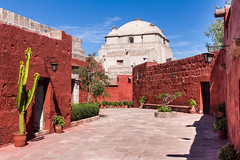 Monasterio de Santa Catalina, Arequipa-Peru (Nadine R*) Tags: red cactus peru rouge arequipa monasterio couvent plantes santacatalina canont5i