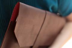 iPad Case (Lilou Estdio - Danieli Brbara) Tags: red brown apple leather mac capa case dot fabric lilou tecido ipad pos couro danielibrbara danibarbara lilouestudio