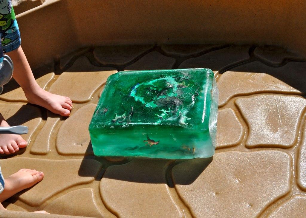 DIY Fun: Giant Ice Cube Awesomeness – CrumbBums
