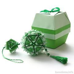 Gift box & kusudama (ronatka) Tags: green square box gift modularorigami kusudama tomokofuse sonobe withbeads mariasinayskaya harmonypaper