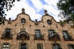 Casa Calvet  - 1898  -   Antoni Gaudi (Bru42) Tags: barcelona building casa construction mila artnouveau gaudi 1906 espagne modernismo casamila barcelone modernisme pedrera lapedrera antonigaudi eixample ferforg calvet casacalvet jujol josepmariajujol