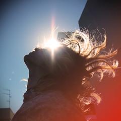 Ojos de sol (María Granados) Tags: light sun luz sol vintage contraluz hair peace adolescente paz retro teen blonde teenager backlighting teenage