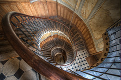 Escalier de la galerie Vivienne | Stairs from the Vivienne Gallery (Julien Fromentin - Photographe) Tags: city morning light paris france history monument architecture stairs photoshop pose dark french effects nikon long gallery capital galerie pisa capitale towns postproduction f28 hdr masterpiece francais citt d800 lightroom lunga estoria escaliers vivienne historique effets rampe parisien hudge ciuda colocacin traitements 1424mm