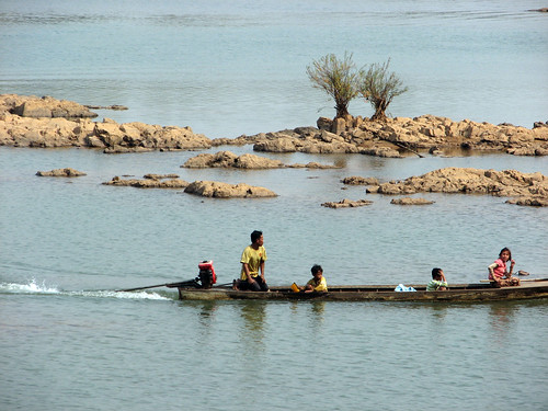 Local Livelihoods in the Mekong Basin. Photo by Samonn Mith, 2011.
