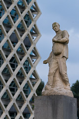 Statue 'The Sower' (evb-photography) Tags: wageningen atlas universiteit standbeeld wur dezaaier augustfalise