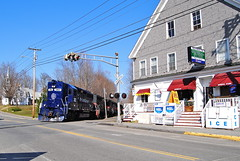 WASE at Monmouth - RIP 382 (echo_release) Tags: maine monmouth generalstore emd gp40 highhood panamrailways