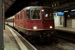 SBB Lokomotive Re 4/4 II 11197 ( Hersteller SLM - BBC - MFO - SAAS => Baujahr 1969 ) am Bahnhof Olten im Kanton Solothurn der Schweiz (chrchr_75) Tags: train schweiz switzerland suisse swiss eisenbahn zug christoph svizzera bahn treno schweizer januar suissa 2015 1501 chrigu bahnen chrchr hurni chrchr75 chriguhurni albumbahnenderschweiz chriguhurnibluemailch albumbahnenderschweiz201516