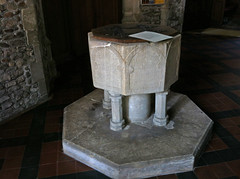 2012 jul 26 hemingford abbots early 13c font (dalevreed) Tags: toodark infocus highquality england2012