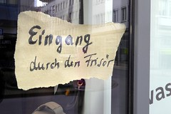 walking through the barber (erix!) Tags: sign paper eingang entrance schild frisr