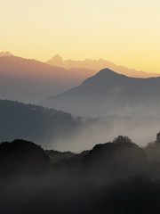 Puesta de sol con niebla (Rubn Daz Caviedes) Tags: sunset espaa sun mountain mountains sol clouds spain cloudy nubes puestadesol niebla cantabria montaas fogg picosdeeuropa sanvicentedelabarquera santilln prellezo
