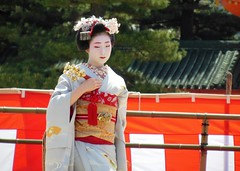 Special dance performace at Heian Shrine (logroll) Tags: japan fan dance kyoto shrine performance maiko geisha kimono gion matsuri  heianjingu miyagawacho   toshiemi
