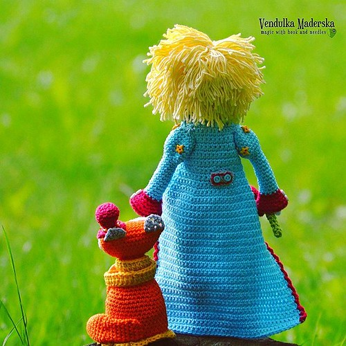 And sometimes, we need to stop, look at the sky and calm down 😊😘 #crochetingmakesmehappy #crochet #littleprince #fox #friends #forever #amigurumi #madebyme #madewithlove #vendulkam #magicwithhookandneedles #crochetdoll #crochet #croche